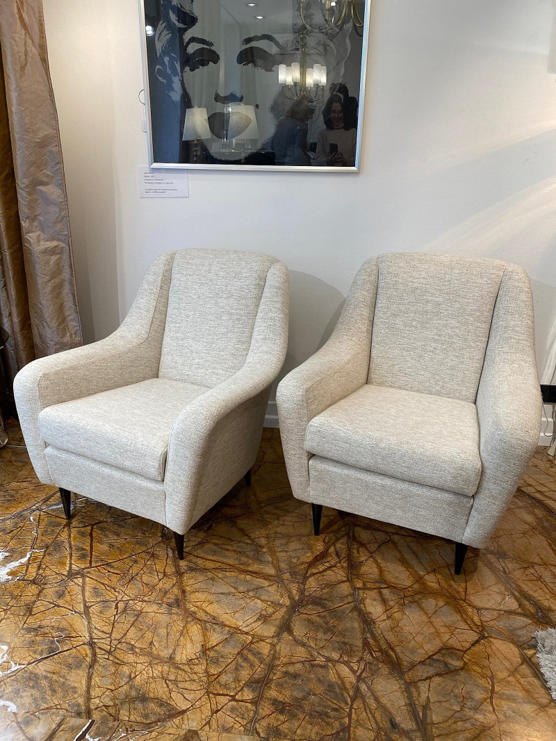Mid-century pair of armchairs in pink